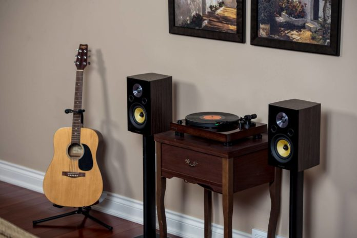 This is an image of o speakers for vinyl